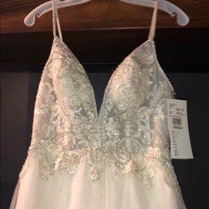 Wedding dress! Brand new, never worn.
